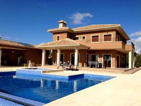 Недвижимость озерах в испании
